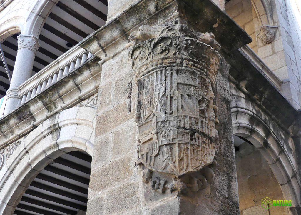 guias catedral plasencia naturs monfrague excusion escudo carlos V